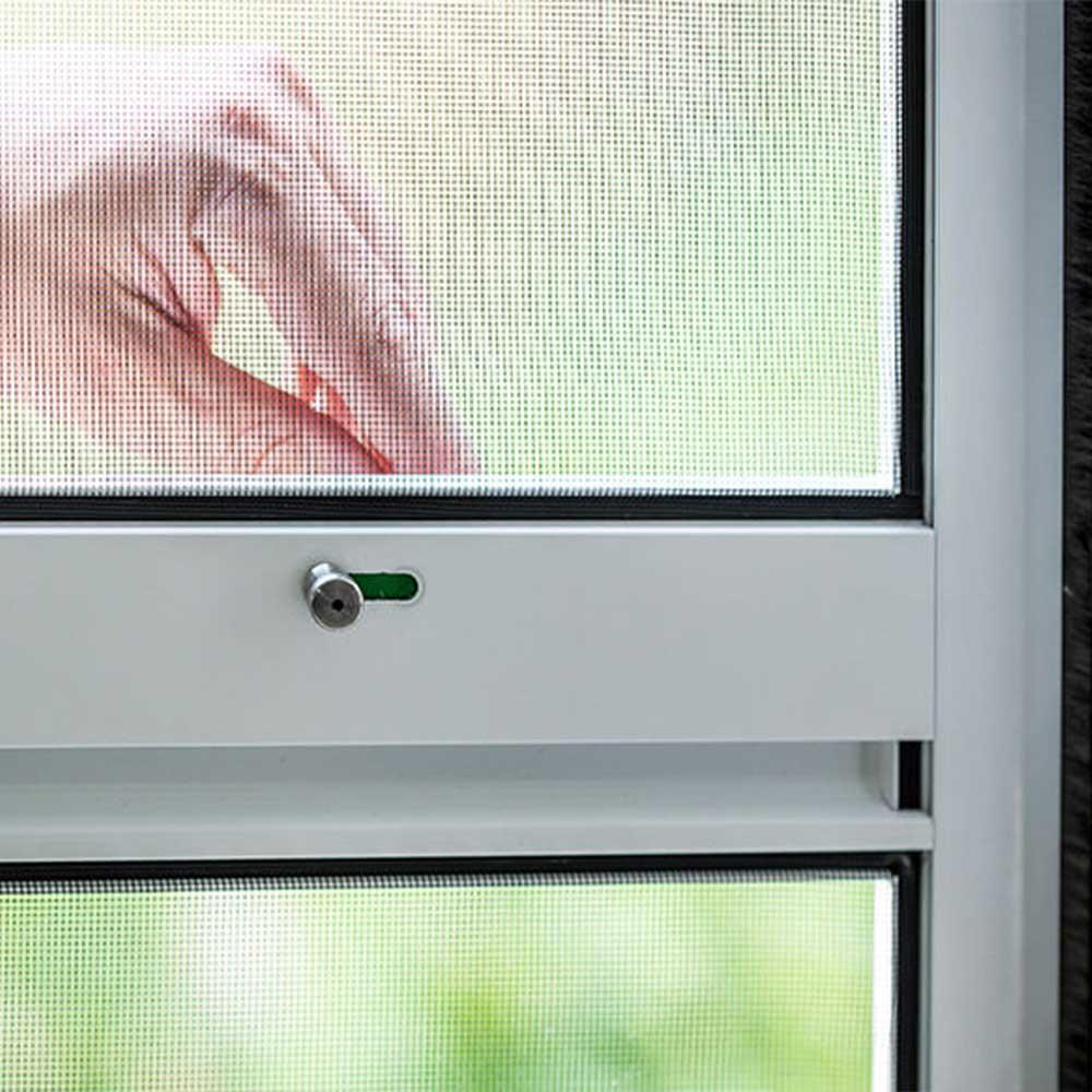 Insektenschutzpendeltür mit Fliegengitter